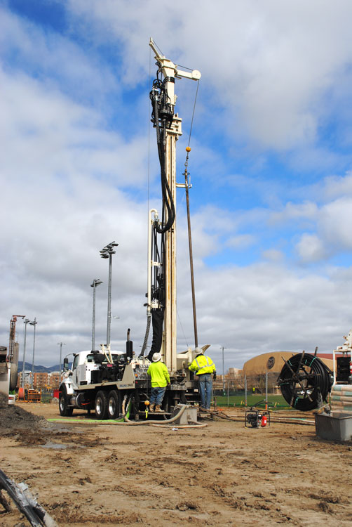 Drill rig manufacturers specializing in geothermal drill rigs and water well drilling rigs